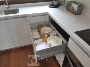 fabricacion e instalacion de armario vestidor y cocina en granada08